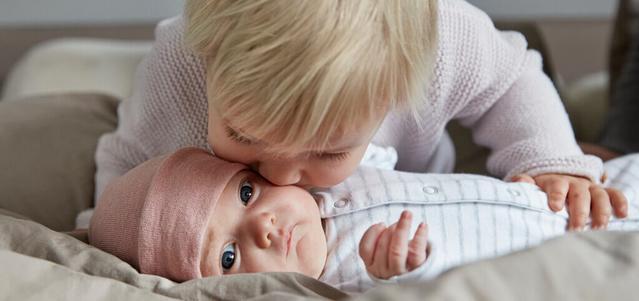 אחים מנשק